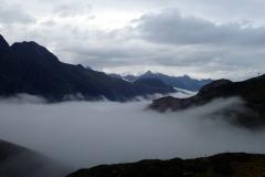 Nebel-liegt-im-Tal