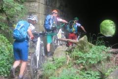 Eintauchen in den ersten Tunnel