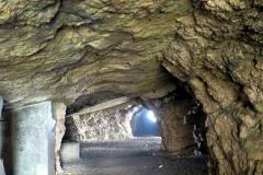 In dieser Höhle  auf der Bocchetta-Pordule  war eine Materialseilbahn untergebracht