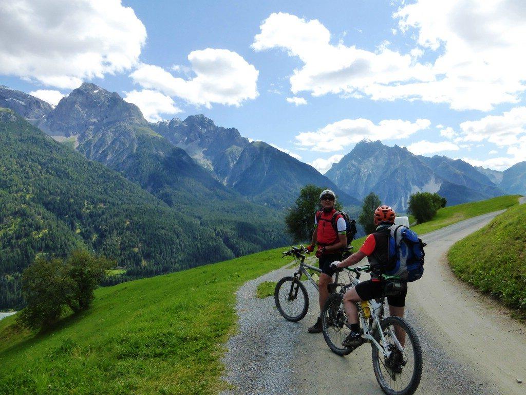 Biker mit Bergen -Transalp vom Bodensee zum Comer See