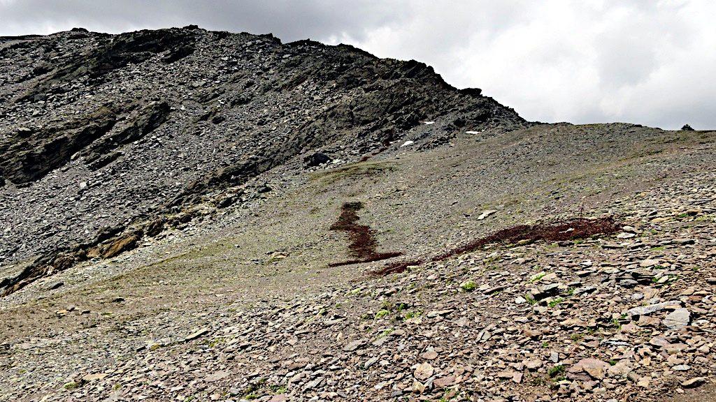Reste einer Stacheldraht Sperre am Passo Zebru