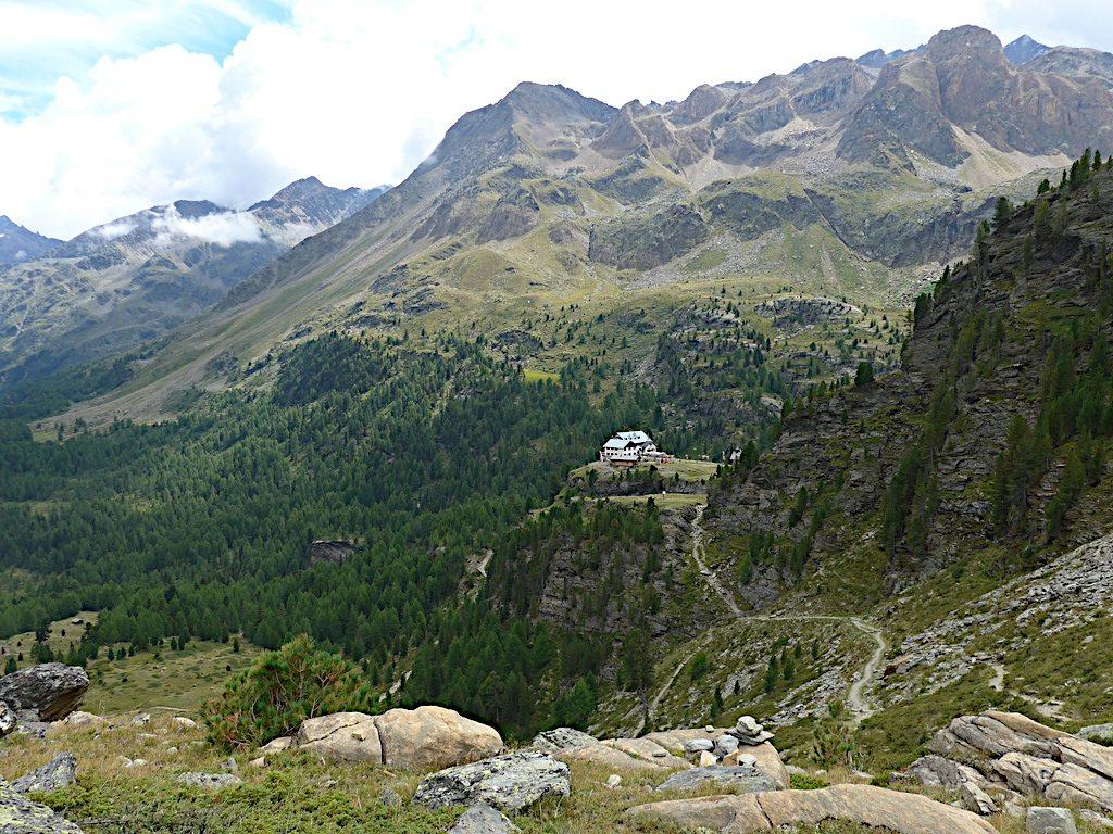 Traumhafter Blick auf die Zufallhütte bei der Umrundung des Ortler Massivs