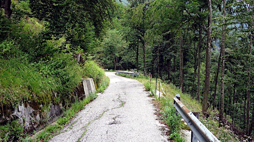 Die alte und schmale Paßstraße nach Slovenien