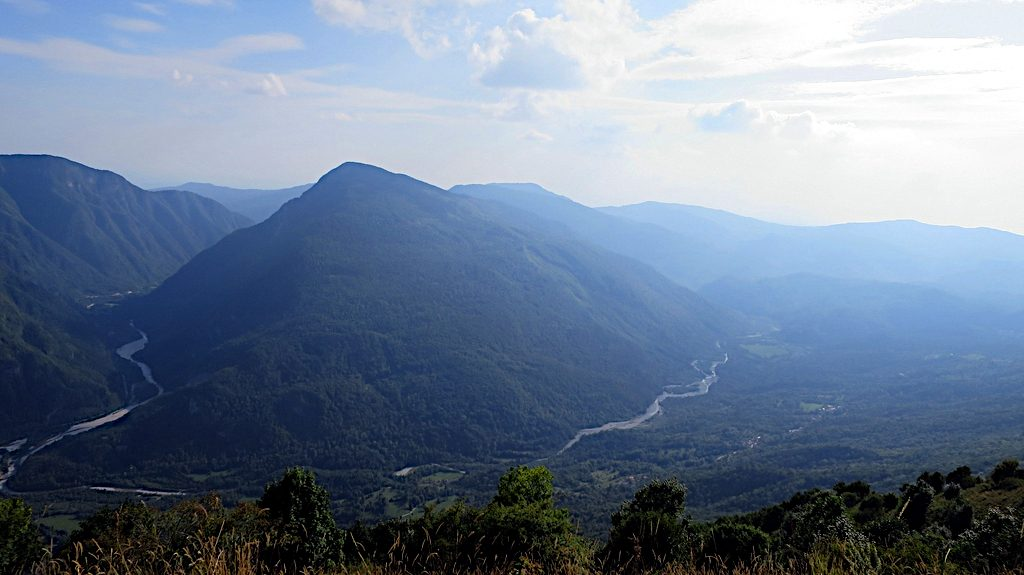 Ein tiefer Blick hinunter in das Tal der Soca