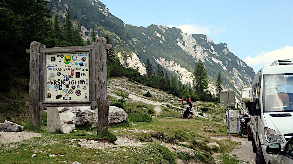 Auf der Paßhöhe des Vrsic. Der höchste Straßenpass in Slowenien