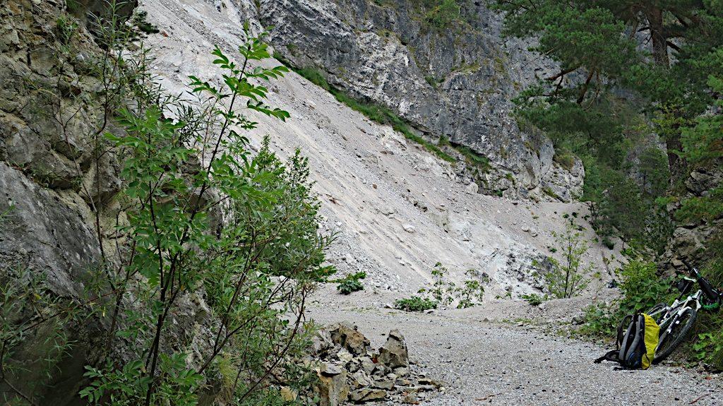 Bergrutsch in der Nähe von Podkuze
