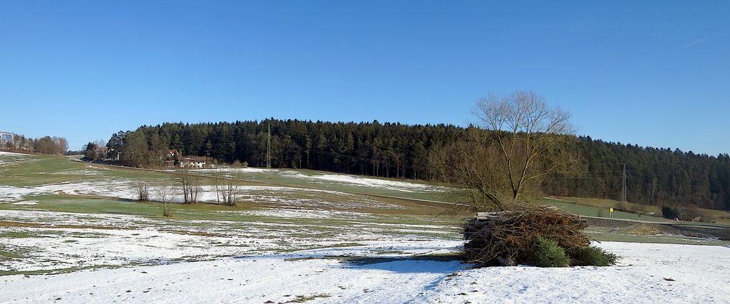 Bauernland mit sehr wenig Schnee