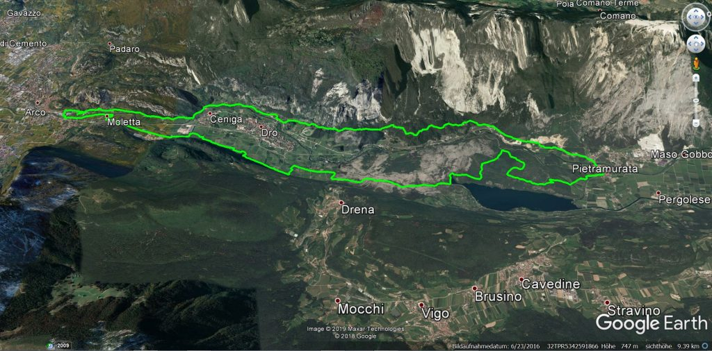 """Die Mountainbiketour """"Biotopo Marocche di Dro"""" eingezeichnet in einer 3D Ansicht vom Gardasee"""