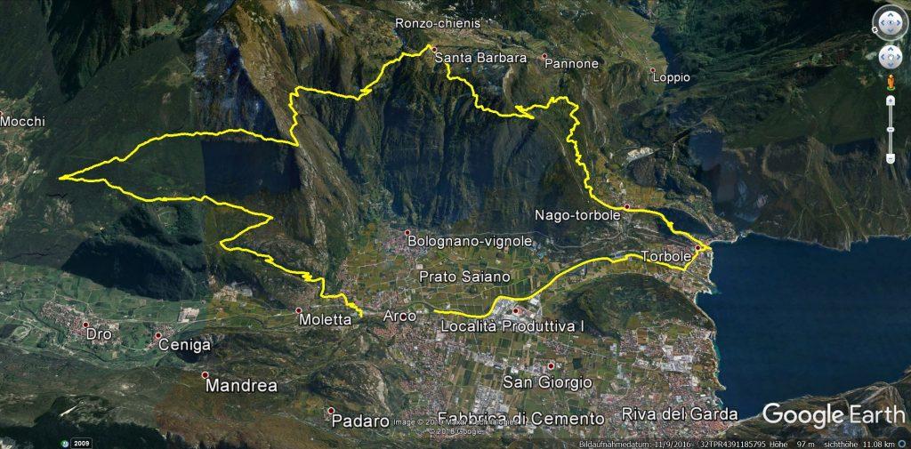 """Die Mountainbiketour """"Santa Barbara über Malga Zanga"""" eingezeichnet in einer 3D Ansicht. Man sieht den nördlichen Gardasee mit den Städten Riva und Torbole."""